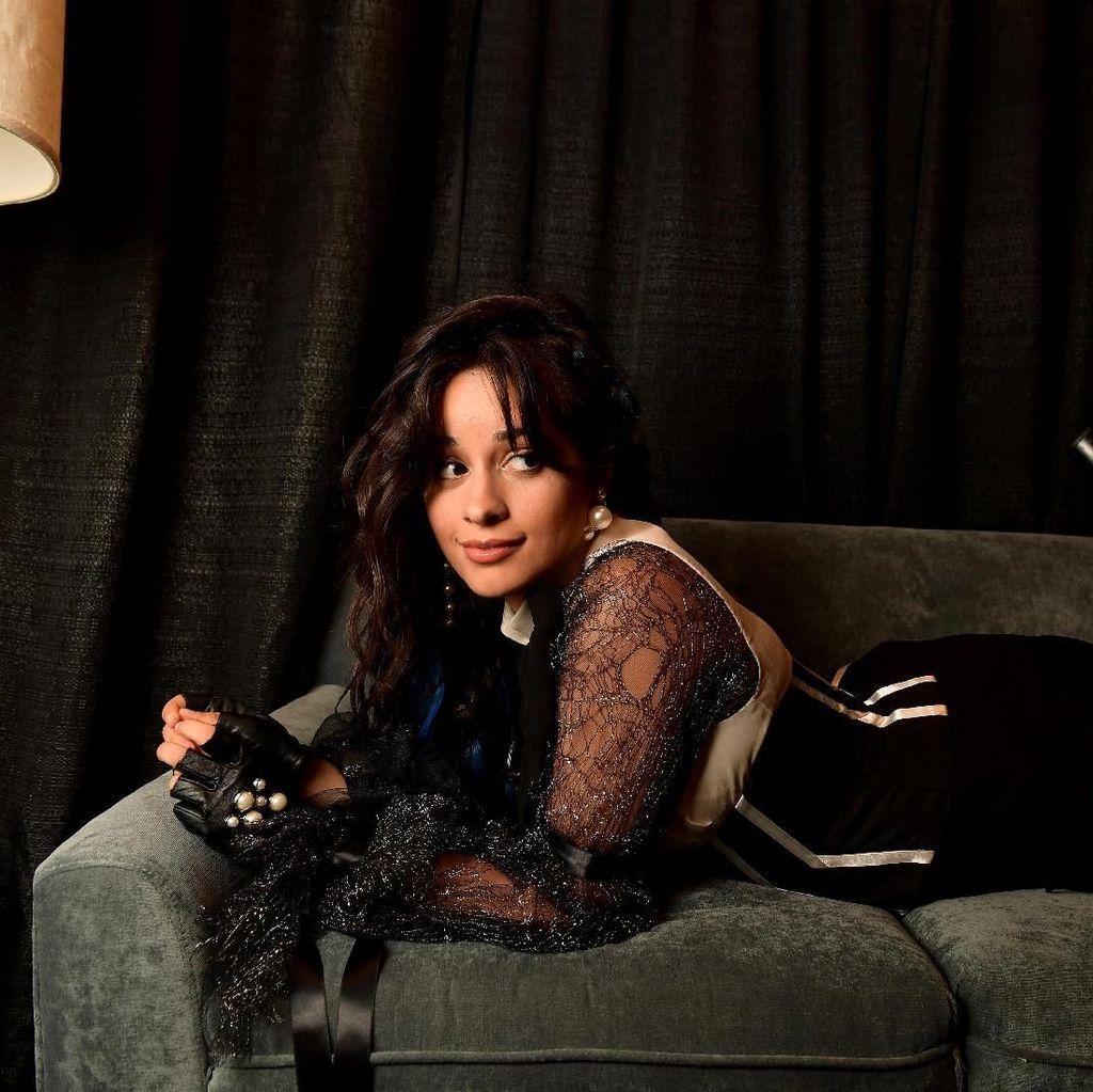 Camila Cabello Berikan Kode Kolaborasi dengan Mark Ronson