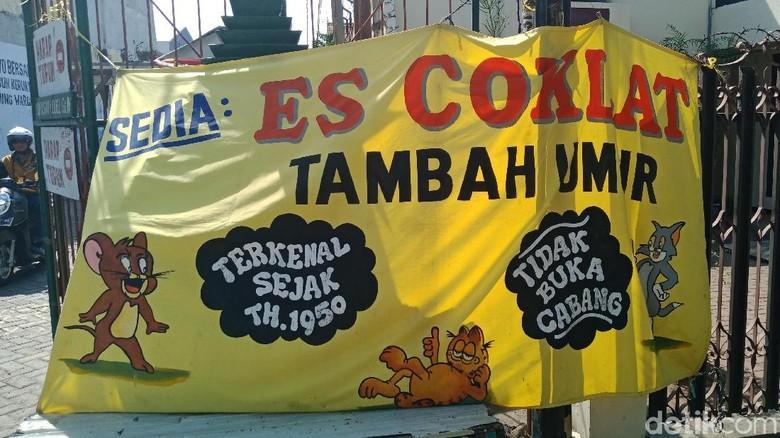 Segarnya Jajan Es Coklat Tambah Umur yang Legendaris di Surabaya
