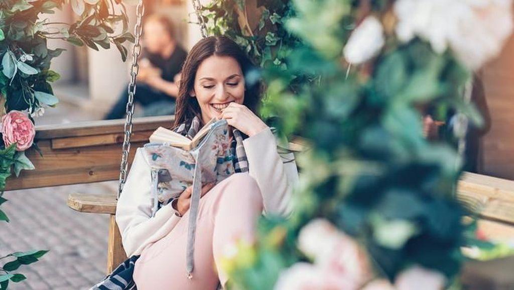 Baca Novel Erotis, Alternatif Baru Redakan Stres
