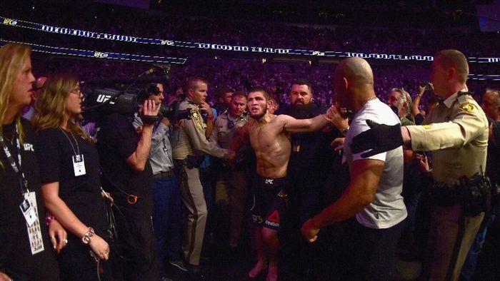 Khabib Nurmagomedov mengancam mundur dari UFC terkait keributannya dengan Conor McGregor. Kini ia mengintip WWE. (Foto: Harry How/Getty Images)