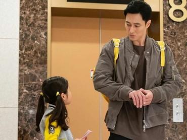 Sudah bukan rahasia lagi kalau aktor asal Korea Selatan, So Ji Sub menjadi idaman wanita. Di drama terbarunya, My Secret Terrius, ia terlibat akting dengan anak-anak. (Foto: Instagram @okta.51k)