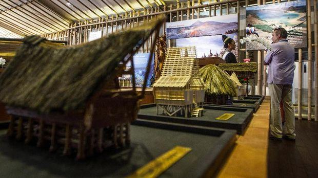 Indonesia Pavilion adalah pameran kebudayaan dan infrastruktur Indonesia di Pertemuan Tahunan IMF.