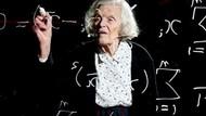 Ilmuwan Australia Ini Tetap Geluti Matematika di Usia 88 Tahun