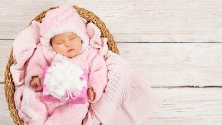 40 Nama Bayi Perempuan Cantik Berawalan Huruf R