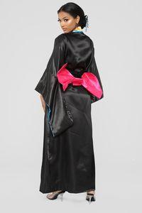 Tampilkan Kostum Geisha untuk Halloween, Brand Fashion asal AS Dikecam