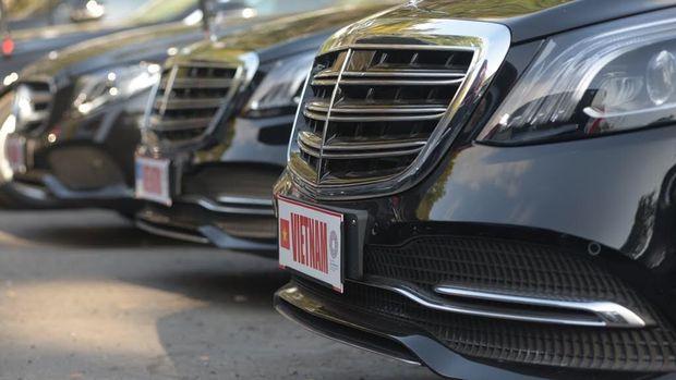 Mercedes-Benz untuk tamu membawa dari Vietnam.
