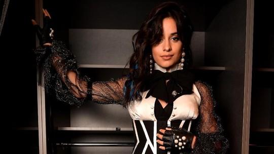 Pose Seksi Camila Cabello
