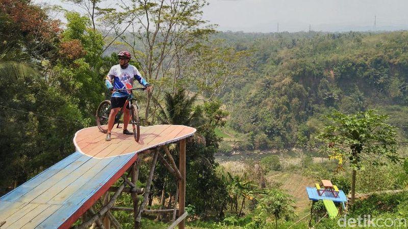 Foto: Inilah Grand Sayang Kaak, destinasi Instagramable baru di Ciamis. Destinasi ini berada di Desa Handapherang, Kecamatan Cijeungjing, Kabupaten Ciamis, Jawa Barat. (Dadang/detikTravel)