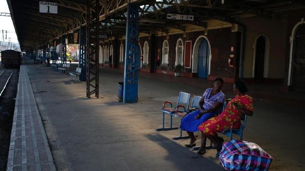 Untung Kereta di Indonesia Tidak Seperti di Zimbabwe