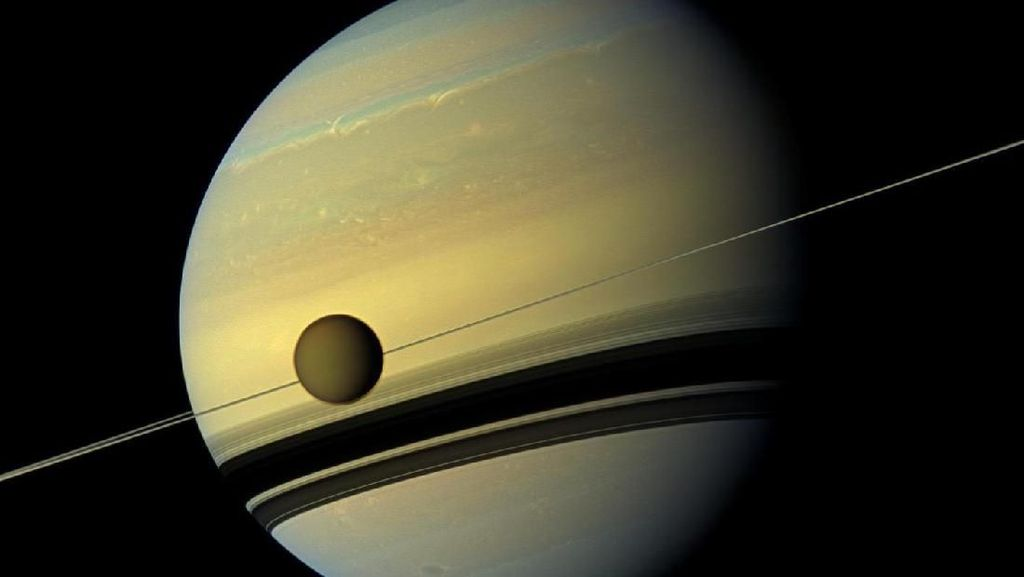 Melihat Saturnus Telanjang Tanpa Cincin
