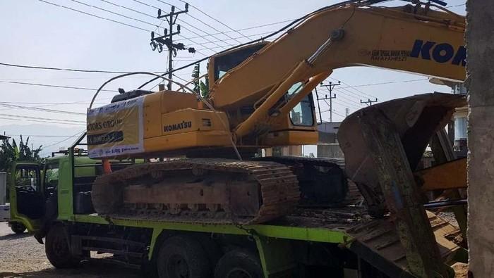 United Tractors Group ikut membantu proses evakuasi korban gempa dan stunami di Palu dan Donggala. Mereka mengirimkan 4 unit excavator, 1 unit bulldozer dan 1 unit lowboy.