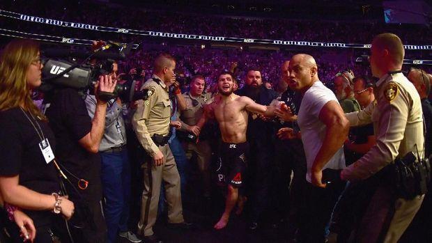 Keributan usai UFC 229 terjadi karena Khabib terprovokasi ulah Dillon Danis.