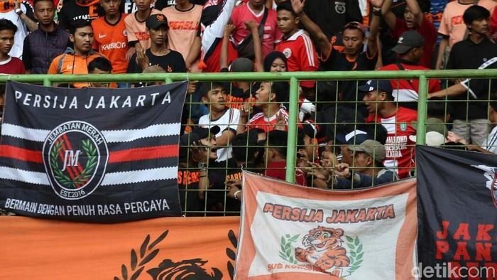 Para fans Persija Jakarta di Twitter gaungkan tagar #PersijaDay jelang lawan Madura United sore nanti. Foto: Agung Pambudhy