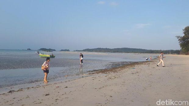 Mengintip Indahnya Pantai Lagoi di Pulau Bintan