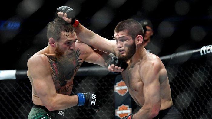 Khabib dan McGregor dilarang bertanding sampai tengah tahun ini (Stephen R. Sylvanie-USA TODAY Sports)