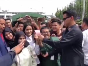 Bawaslu Puji Paspampres Larang Pose 2 Jari di Depan Jokowi