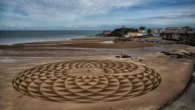 Mural Pantai Welsh Pembrokeshire Inggris (Marc Treanor/CNN Travel)