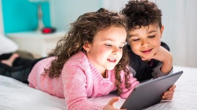 7 Cara Mengawasi Media Sosial Anak