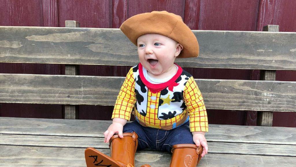 Foto Menggemaskan Bayi Saat Jadi Woody di Film Toy Story