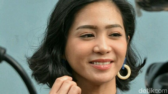 Bunga Zainal, Si Ibu Muda