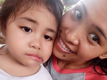 Ni Nengah Widiasih yang akrab dipanggil Widia, sangat akrab dengan keponakannya. Ia kerap memposting foto keponakannya. (Foto: Instagram @widia_angel)