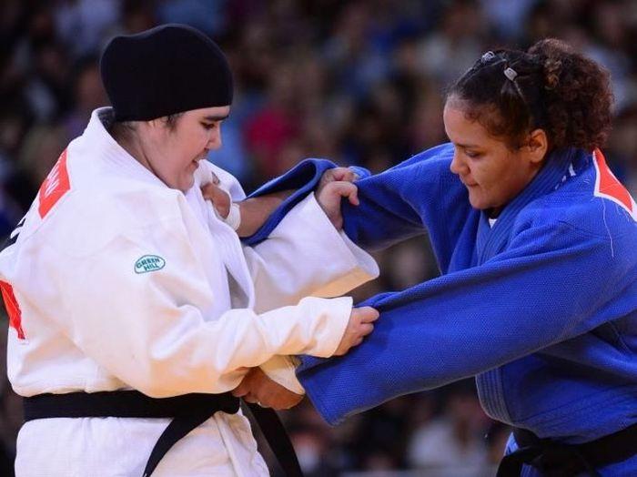 Hijab pada awalnya juga dilarang digunakan pada cabang judo Olimoiade 2012 (AFP PHOTO / MIGUEL MEDINA)