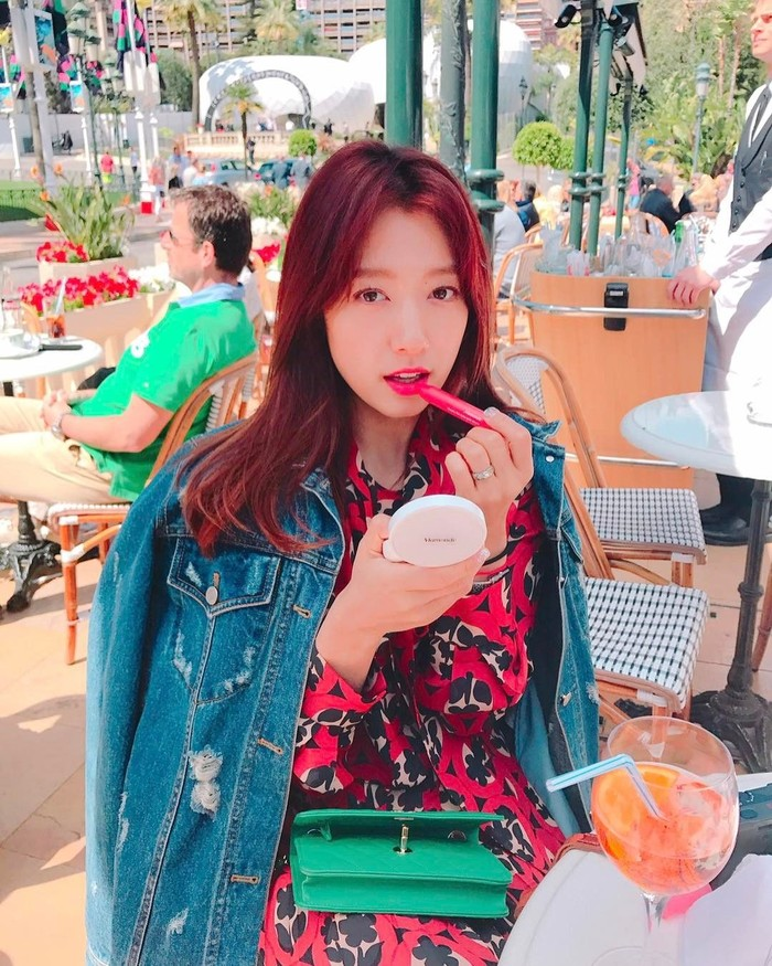 Pencinta drama Korea pasti sudah tak asing lagi dengan si manis Park Shin-hye. Aktris kelahiran 18 Februari 1990 ini sudah membintangi belasan serial drama. Foto: Instagram ssinz7