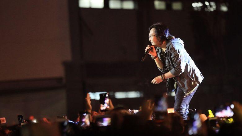 Ari Lasso tampil pada babak pertama dan membuka penampilannya dengan lagu Restu Bumi. Foto: Hanif Hawari / detikHOT