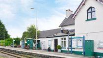 Menginap di Rumah Kepala Stasiun Kereta Wales, Bisa Banget!