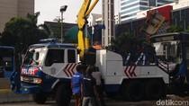 Setelah 3 Jam, TransJ yang Tabrak Separator di Jl Sudirman Diderek