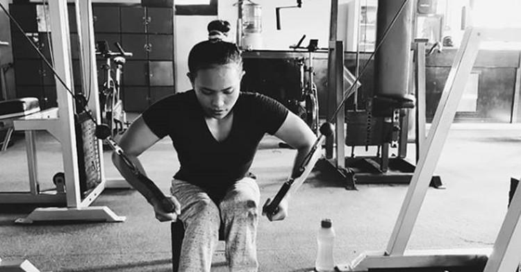 Ni Nengah Widiasih berhasil mempersembahkan medali perak untuk Indonesia di cabang olahraga angkat beban di Asian Para Games 2018. (Foto: Instagram @widia_angel)