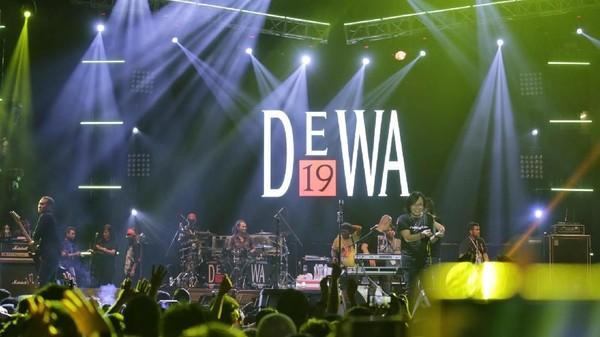 Reuni Dewa 19 Bersama Ari Lasso dan Once Tutup Synchronize Fest 2018