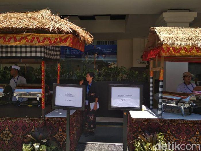 Di kompleks Nusa Dua Bali yang menyajikan atau menjual makanan untuk para tamu terletak di Taman Jepun BNDCC.