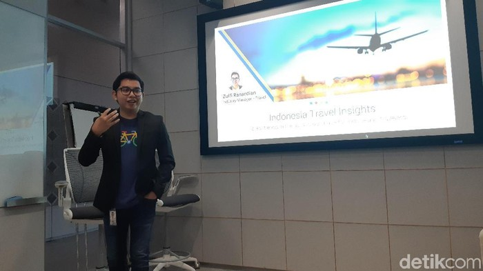 Zulfi Rahardian dari Google Indonesia memaparkan kecenderungan kian diandalkannya Google oleh orang yang mau liburan (Foto: Virgina Maulita Putri/detikINET)