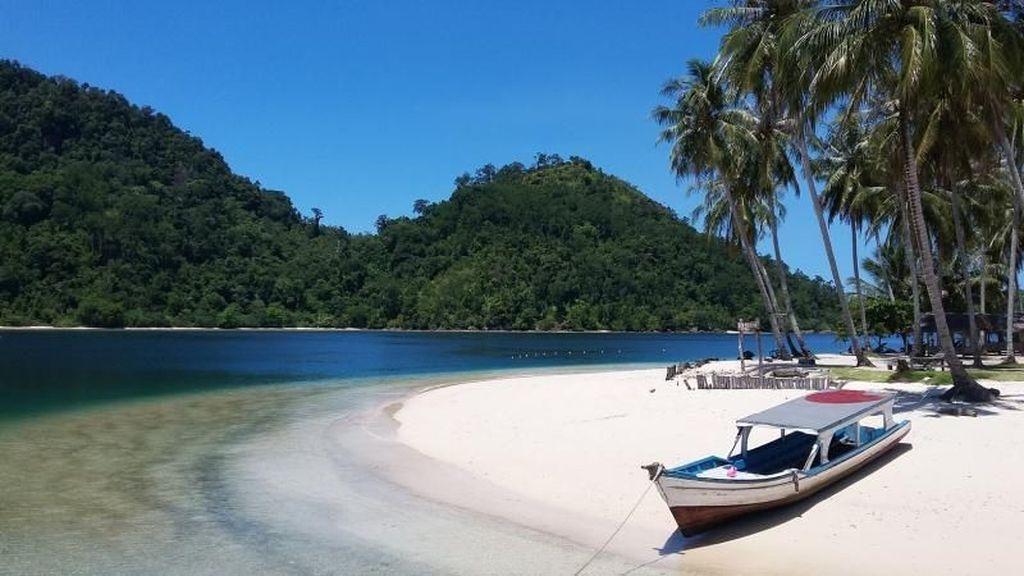 Pasumpahan Island, Maldives dari Sumatera Barat