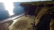 Foto Keren Pantai yang Jadi Kanvas Lukisan
