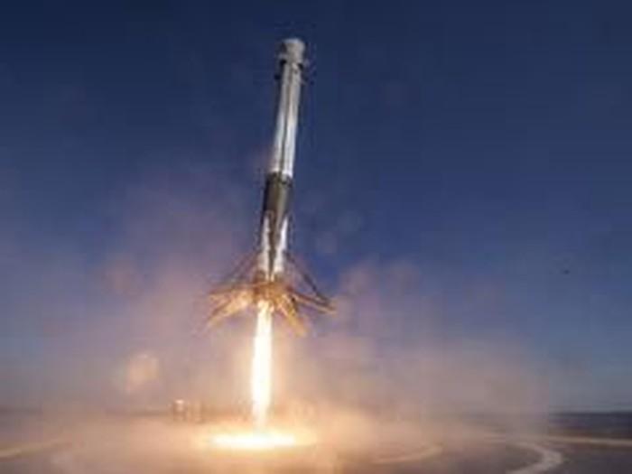 Ilustrasi roket ke luar angkasa. Foto: Twitter @mayorofla