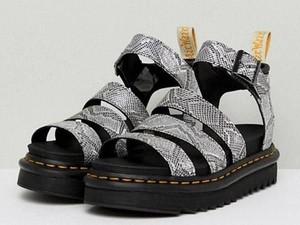 5 Ugly Sandals yang Justru Bikin Penampilan Lebih Stylish