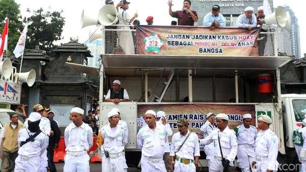 Timses Jokowi Tuding Massa Kawal Amien Rais ke Polda dari HTI