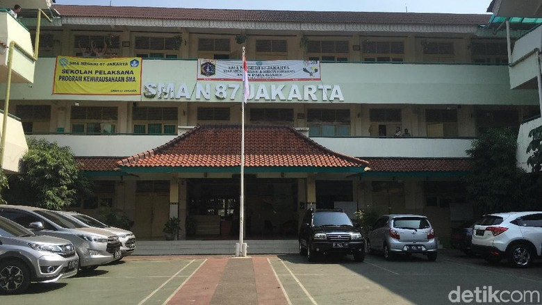 Kontroversi Guru SMA 87 Dituding Doktrin Anti-Jokowi