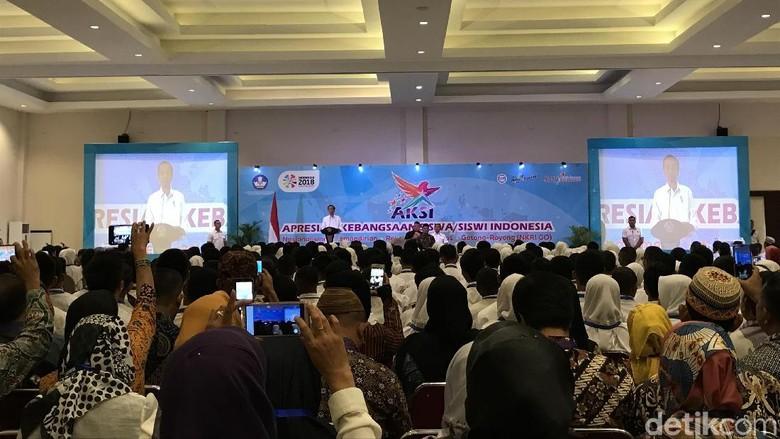 Jokowi di Depan Siswa AKSI: Jika Ada Hoax, Tolong Diluruskan