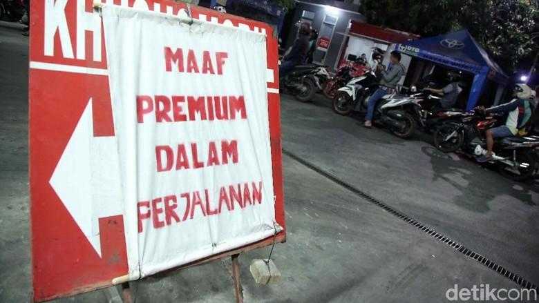 Mengapa Jokowi Batalkan Kenaikan Harga Premium