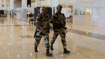 Polisi di Bandara India Diperintahkan Tidak Mengumbar Senyum