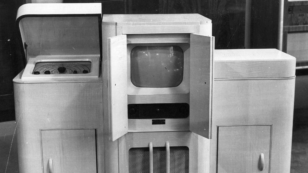 Kumpulan TV Jadul: Mirip Mesin Cuci, Ditenteng seperti Tas