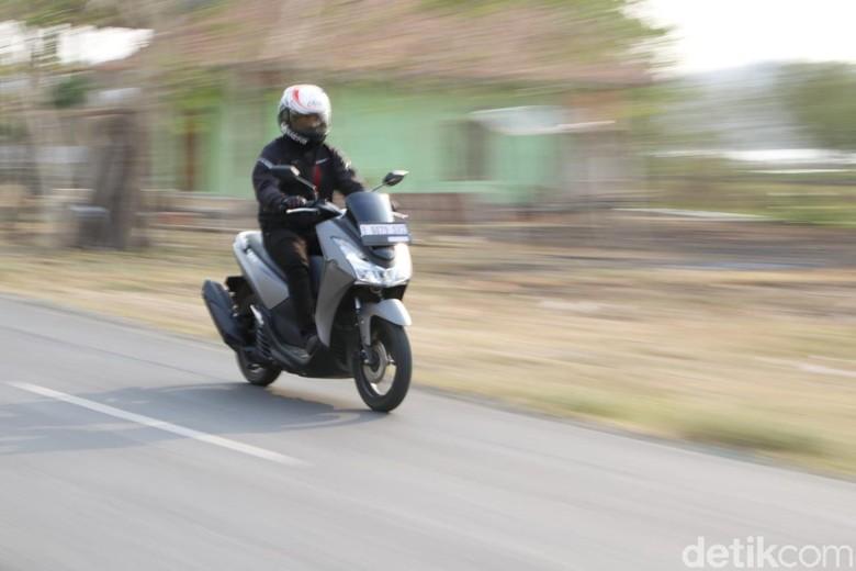 Naik motor biar hemat. Foto: Rangga Rahadiansyah