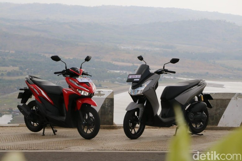 Honda Vario vs Yamaha Lexi. Foto: Rangga Rahadiansyah