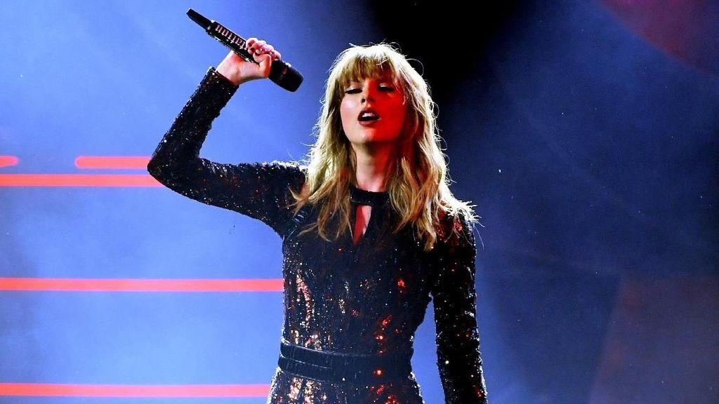 Copot Bulu Mata saat Konser, Taylor Swift Bikin Netizen Terkagum-kagum