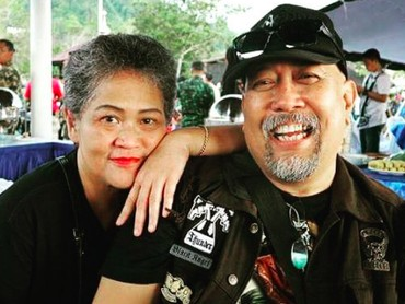 Beberapa waktu lalu, Anthy didiagnosis kanker paru. Selama itu pula Indro senantiasa mendampingi sang istri. (Foto: Instagram/ @indrowarkop_asli)
