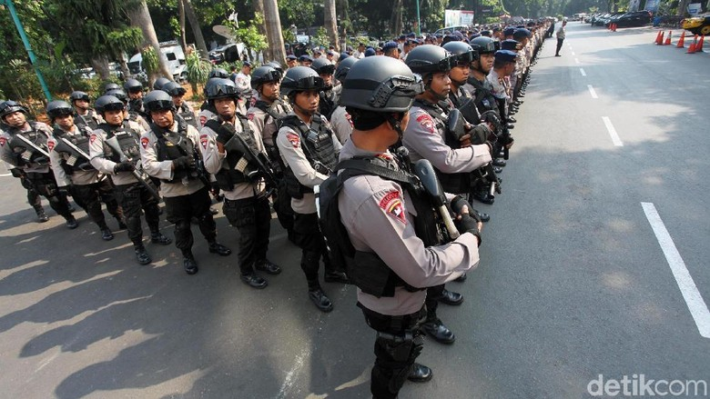 Potret Polisi Bermotor Hingga Barracuda Siaga Jelang Pemeriksaan Amien