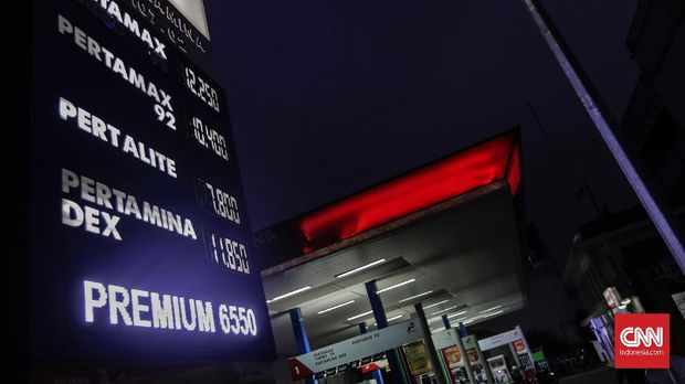 Belum Saatnya Harga BBM Nonsubsidi Turun (EMB)